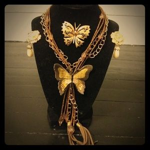 Jewelry - Vintage Gold Butterfly 4 piece Jewelry Set